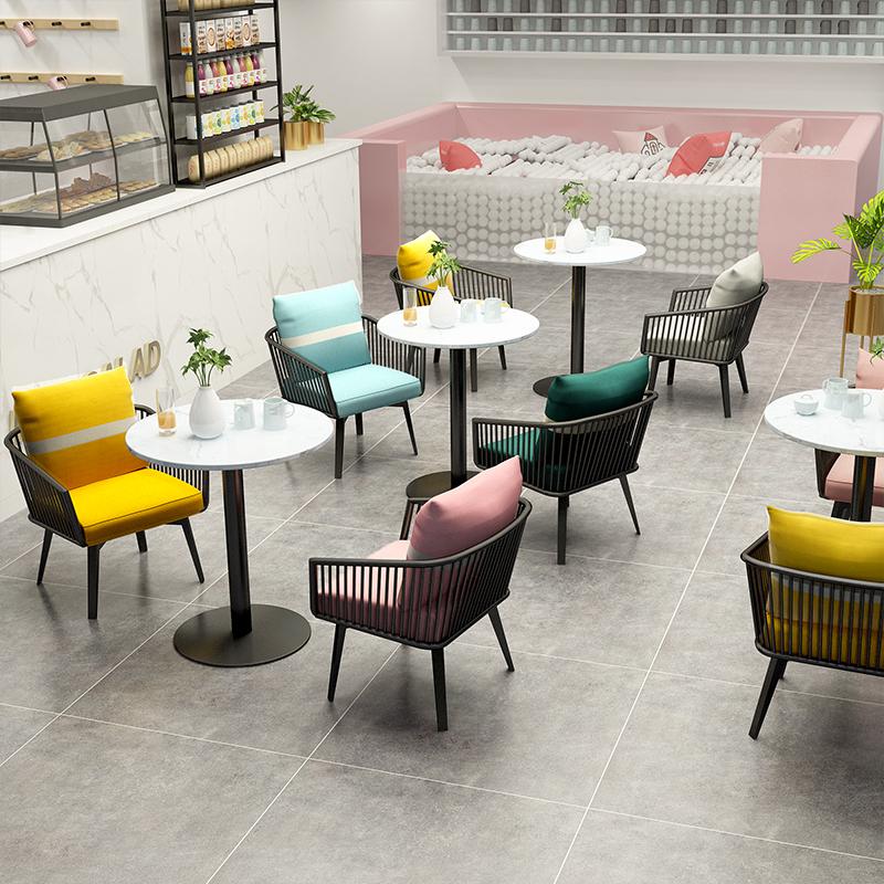 انتخاب صندلی کافه یا قهوه خانه